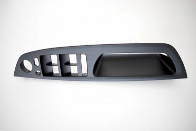 BMW E70 X5 / E71 X6 juoda vidinė vairuotojo durų rankena / langų mygtukų apdaila